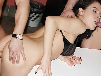 Tasty brown-haired lassie tackles 2 steely stiffys